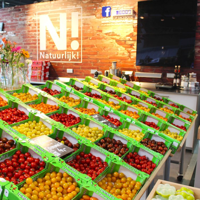 Sehenswuerdigkeiten-rotterdam-suedholland-reisetipps-holland-markthal-stand-tomaten