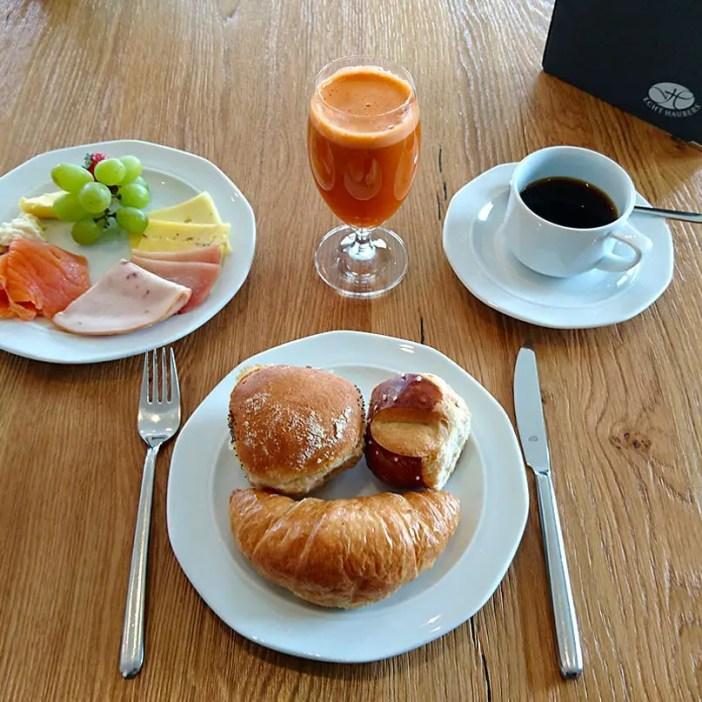 haubers-alpenresort-oberstaufen-allgaeu-bayern-hoteltipp-deutschland-fruehstueck