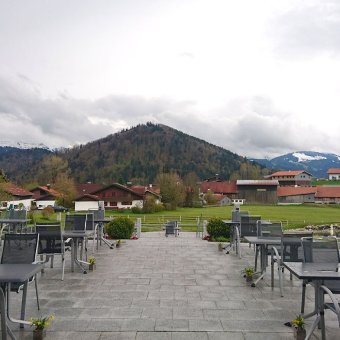 haubers-alpenresort-oberstaufen-allgaeu-bayern-hoteltipp-deutschland-terrasse