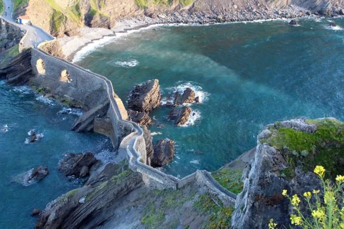 sehenswuerdigkeiten-Biskaya-costa-vasca-reisetipps-baskenland-reisetipps-spanien-Gaztelugatxe-der-abstieg