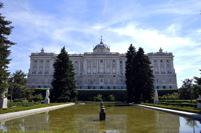 sehenswuerdigkeiten-spanien-nicolos-reiseblog-palacio-real-madrid