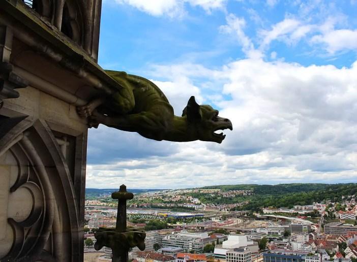 sehenswuerdigkeiten-ulm-reisetipps-baden-wuerttemberg-reisetipps-deutschland-reiseblog-ulmer-muenster-figur-drache