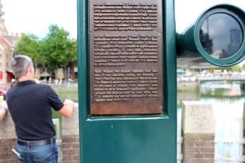 Sehenswuerdigkeiten-rotterdam-suedholland-reisetipps-holland-stele-inschrift1