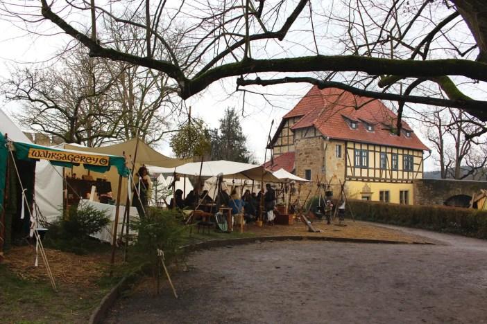 Weihnachtsmarkt-auf-der-creuzburg-reisetipp-thueringen-reisetipp-deutschland-staende