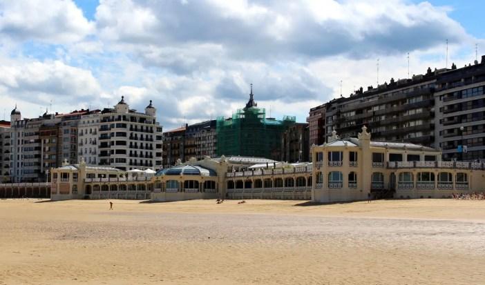 sehenswuerdigkeiten-san-sebastian-reisetipps-baskenland-reisetipps-spanien-belle-epoque-strandbad-la-prla