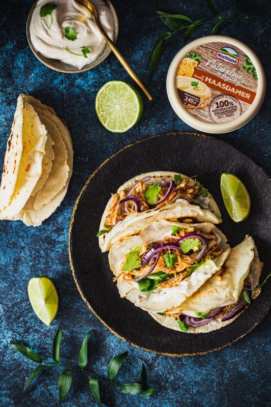 Tacos z kurczakiem szarpanym, kremowym serkiem i kolendrą