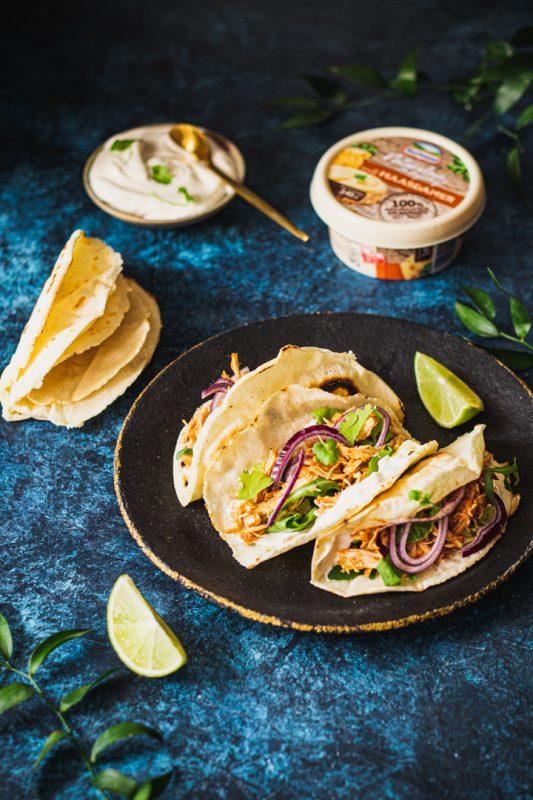 Tacos z z kurczakiem, kremowym serkiem i kolendrą