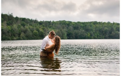 A fall engagement session on Lake Minnewaska