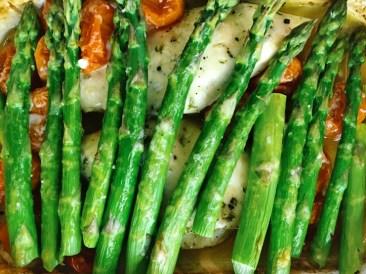 posiłek po treningu kurczak i szparagi