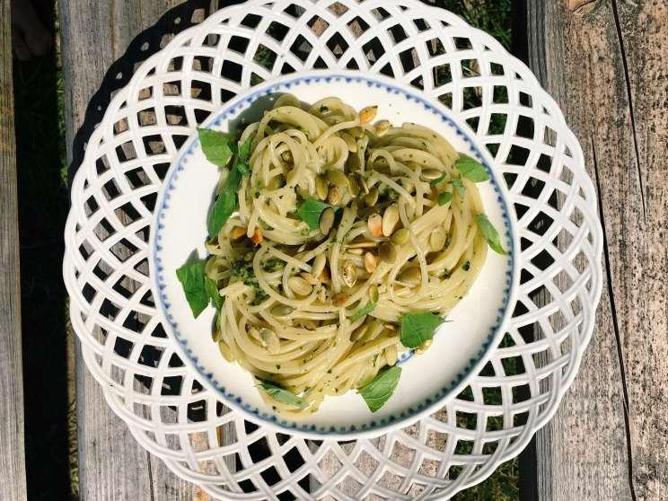 spaghetti z bazyliowo-miętowym pesto