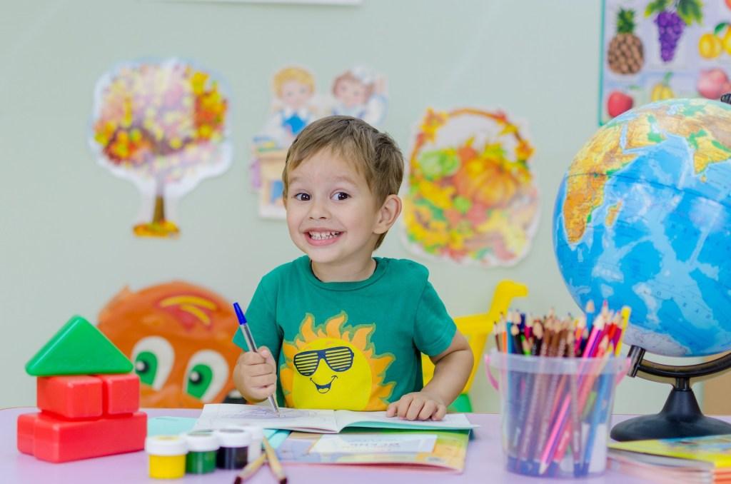 Małe dziecko i nauka języka obcego. Czy to ma sens?