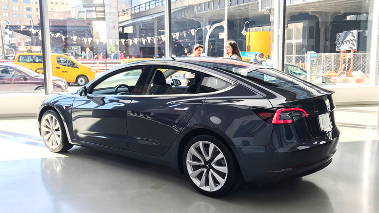 Video: My First Look Around the Tesla Model 3 - NIEVO