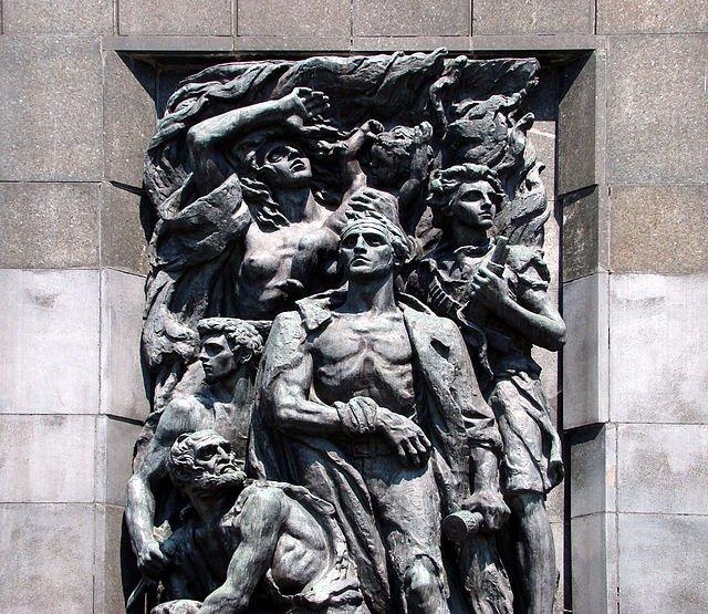 Żydowscy powstańcy, detal Pomnika Bohaterów Getta, rzeźba autorstwa Natana Rapaporta.