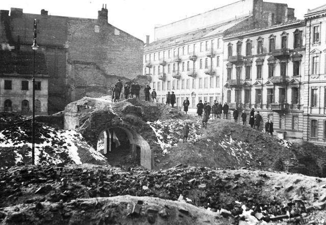 Znalezione obrazy dla zapytania zniszczona polska po wojnie zdjecia