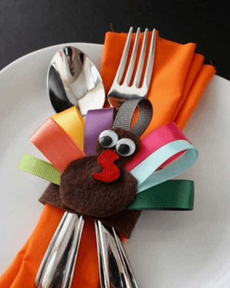 Cute DIY project for kids to make napkin ring holders for kid's table