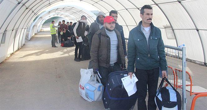 Üç ayları yakınlarıyla geçirmek isteyen Suriyeliler ülkelerine gidiyor