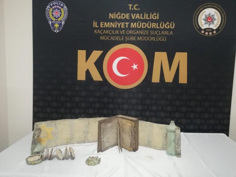 Tarihi eser kaçakçıları polise yakalandı