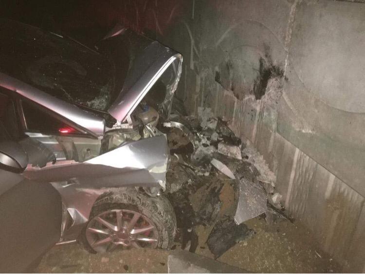 Niğde'de otomobil köprü duvarına çarptı: 3 ölü