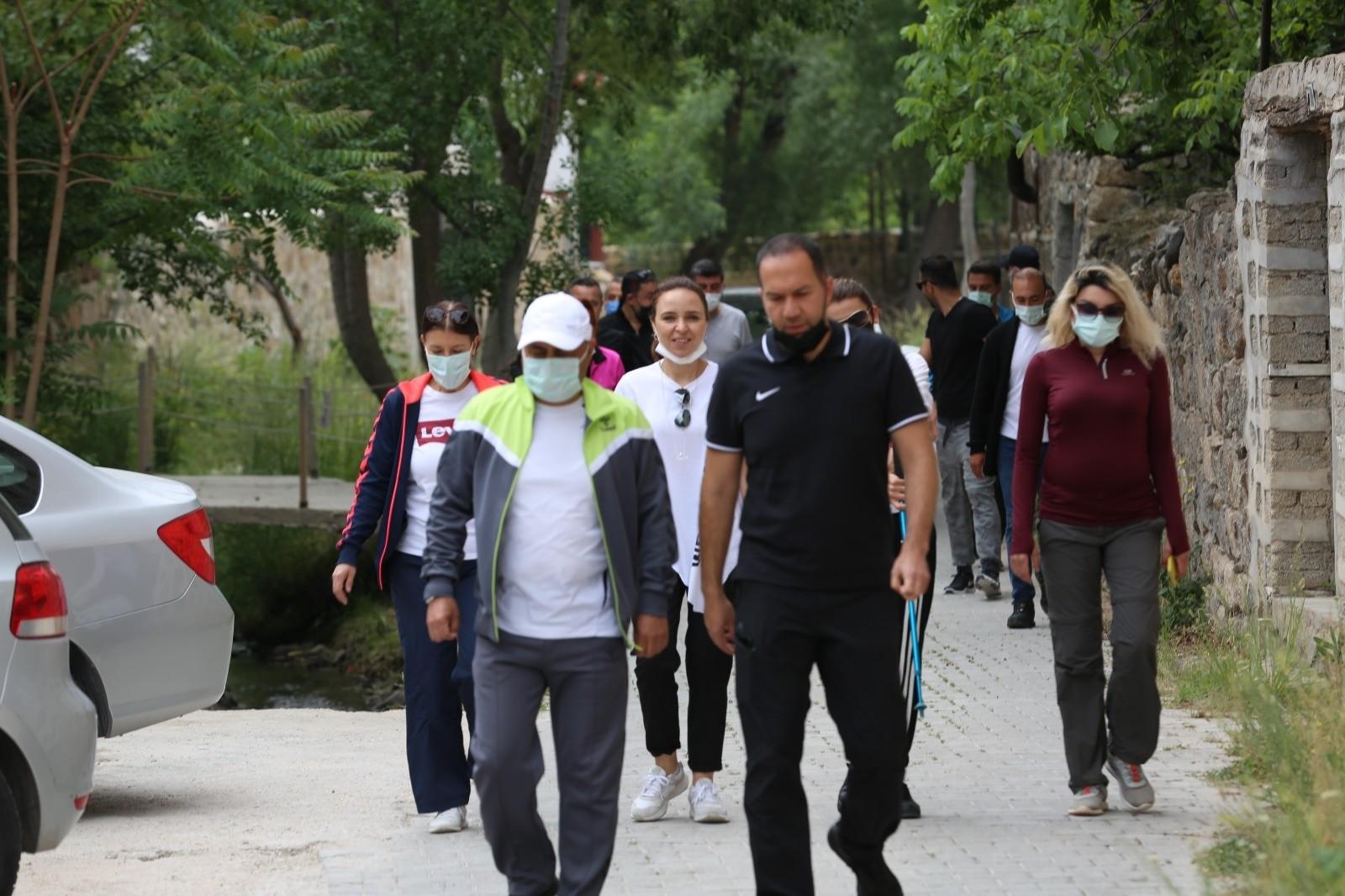 Niğde Belediye Başkanı Özdemir'in haftasonu mesaisi dolu geçiyor