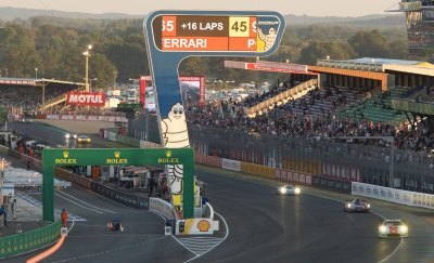 24 Hours of Le Mans, pit straight and grandstands