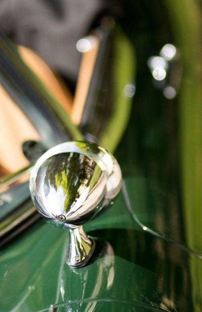 Jaguar E-Type 4.2 wing mirror detail