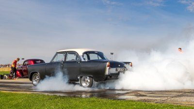 Burnout, Ford Zodiac, Sywell Classic