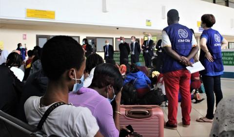 Nigerian Migrants Return from Mali