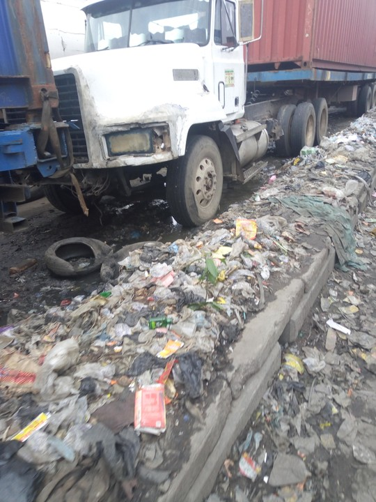 KNOCK: Apapa, a city taken over by Refuse and Flood