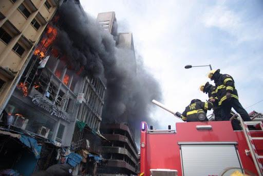 FIRE GUTS BALOGUN MARKET, MARKETERS HELPLESS