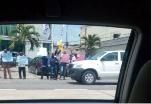 Photo of Fidelity Bank Staff Protesting Over Unpaid Salaries and Poor Condition of Service