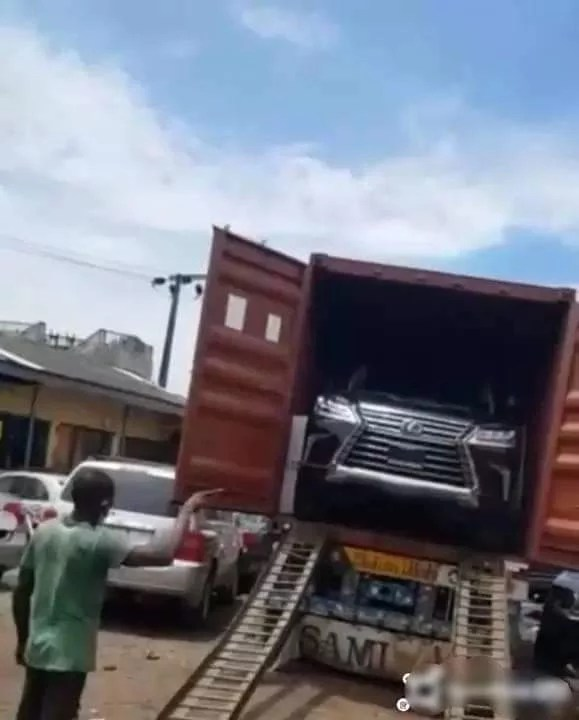 Offloading of the brand new Lexus LX 2020 recently bought by Flavour