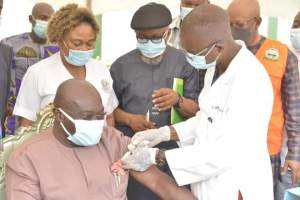 Governor Okezie Ikpeazu getting vaccinated against COVID-19