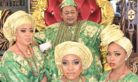 Alaafin of Oyo and his wives picture