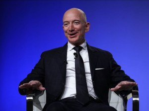 Waawu! Jeff Bezos becomes the first Person in the World to have a net-worth of over $200B