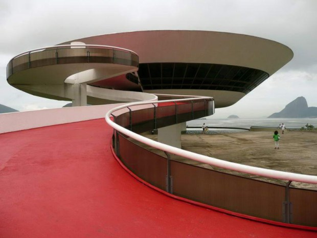 Niteroi_Contemporary_Art_Museum_Niemeyer_main