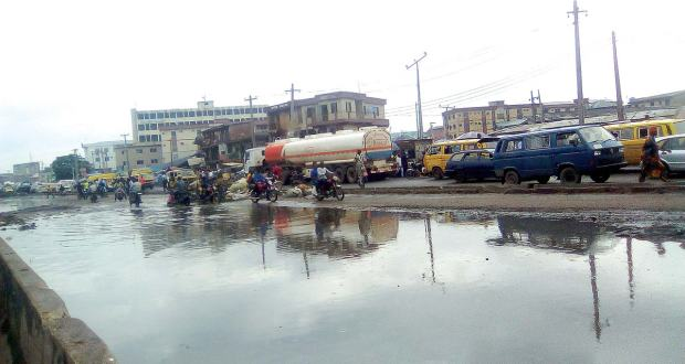 The Guardian reports that major shifts may soon be introduced into the Lagos government's road projects with the bidding of AG-Dangote Construction Limited proposing the use of concrete in the 181 local councils road contracts.