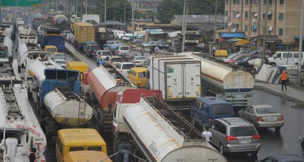 Fashola calls for support to end Apapa traffick gridlock and port congestion