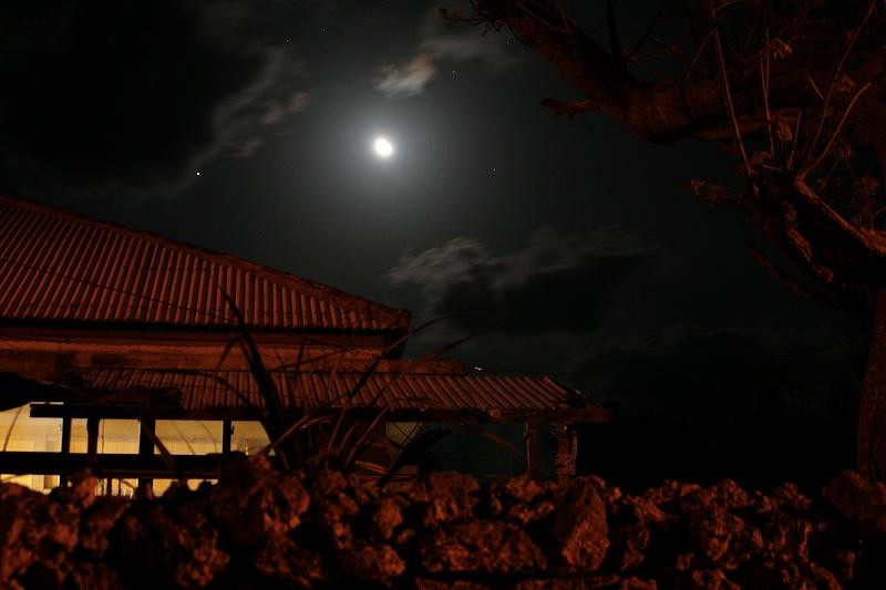 飲んだくれの島 静寂の街<沖縄県・黒島>