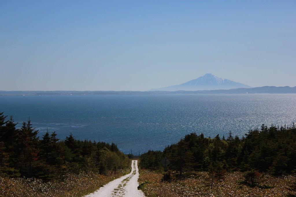 快晴の宗谷丘陵へ<北海道>
