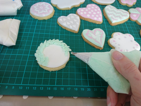 Cookie class piping details