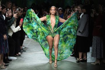 Jennifer Lopez in Versace Featured Image