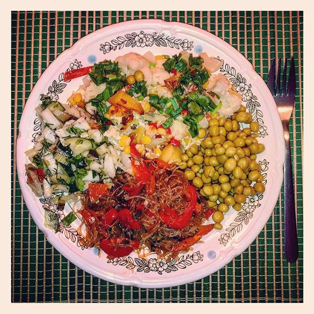 Колоритное овощное ассорти #еда #овощи #ужин
