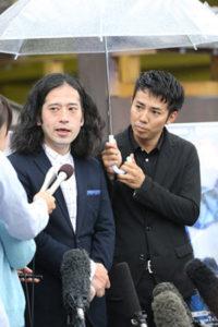 メディアの前はへりくだり、相方を「先生」と呼ぶ綾部さん 典拠: Yahooヘッドライン