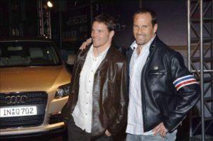 兄であるクリスが監督した『デンジャー・ゾーン』に兄弟で 典拠: buddytv.com