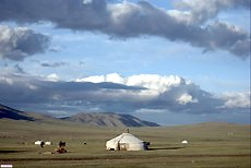 mongolie-paysage-steppe-yourte