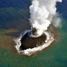 Neue Insel vor Japan durch Vulkanausbruch