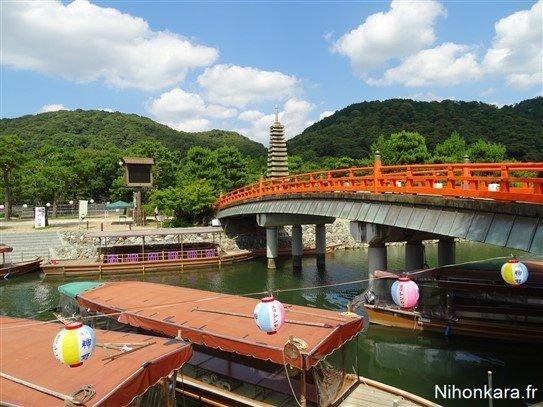 Un pont rouge japonais