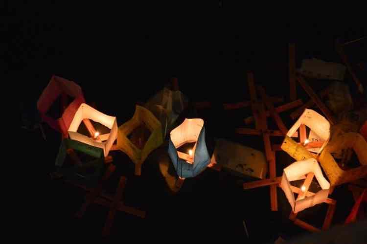 Lanternes dans la nuit