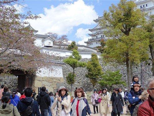 Des touristes à Himeji