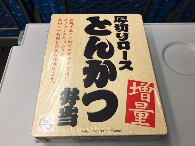 厚切りロースとんかつ弁当 (2)